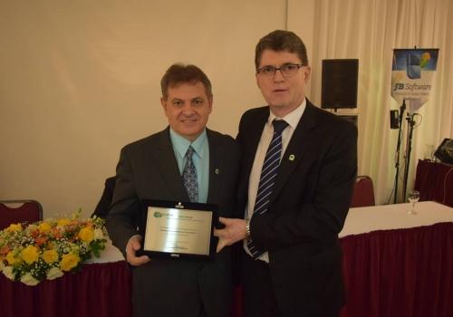 SINCOFOZ recebe placa de homenagem na Festa em Comemoração aos 35 anos da FECOPAR